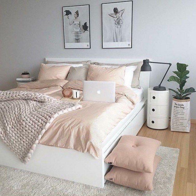 Білі двоспальні ліжка